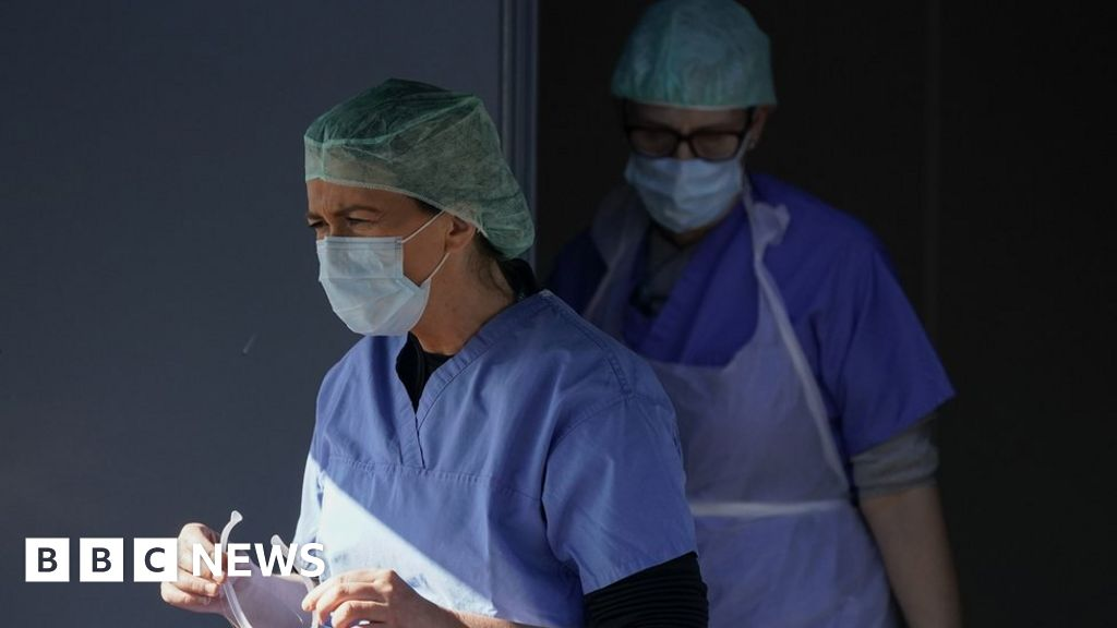 "Coronavirus: Front-NHS-staff ""the risk of PTSD"