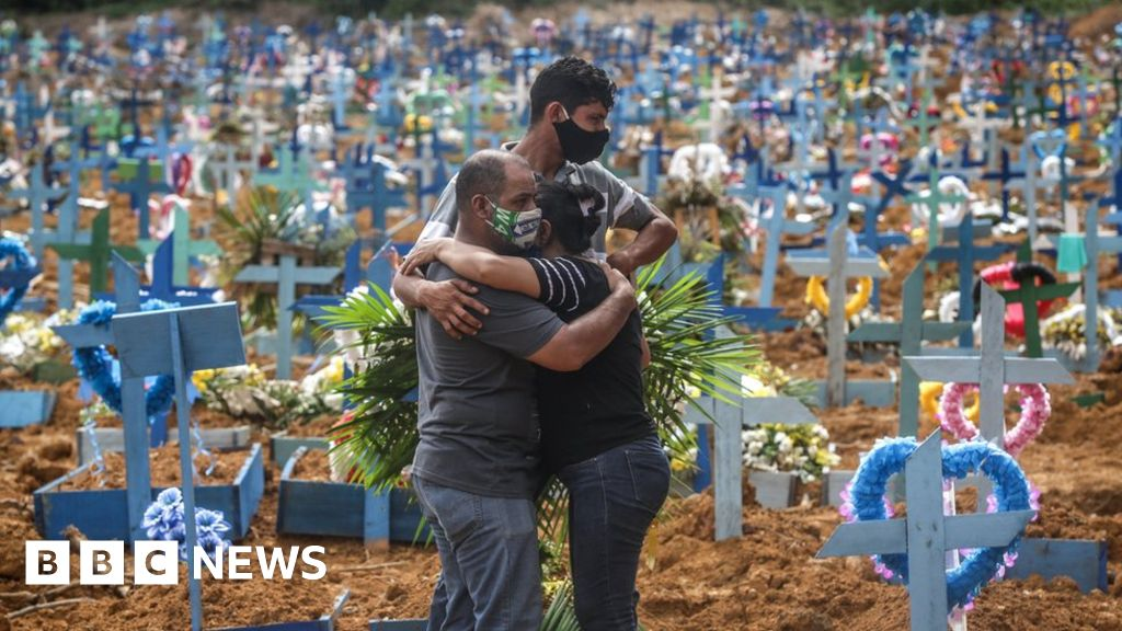 Brazil daily virus deaths hit 1,000 for first time thumbnail