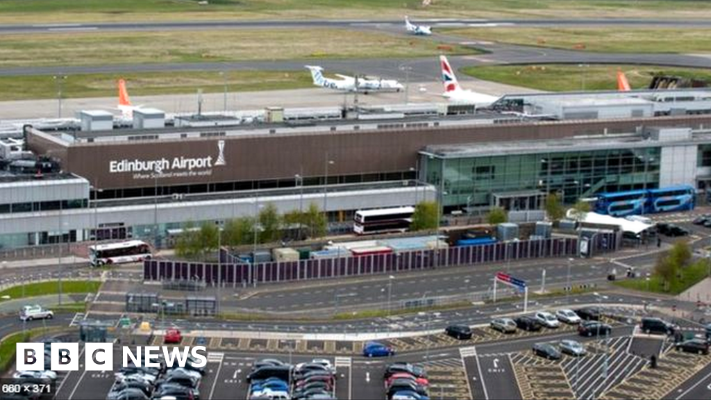Edinburgh Airport passengers down for first time since 2018
