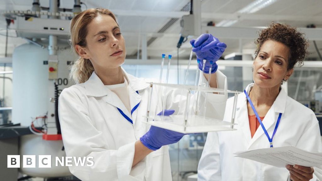 Global Talent visa: New system to keep UK 'open to talented scientists' thumbnail