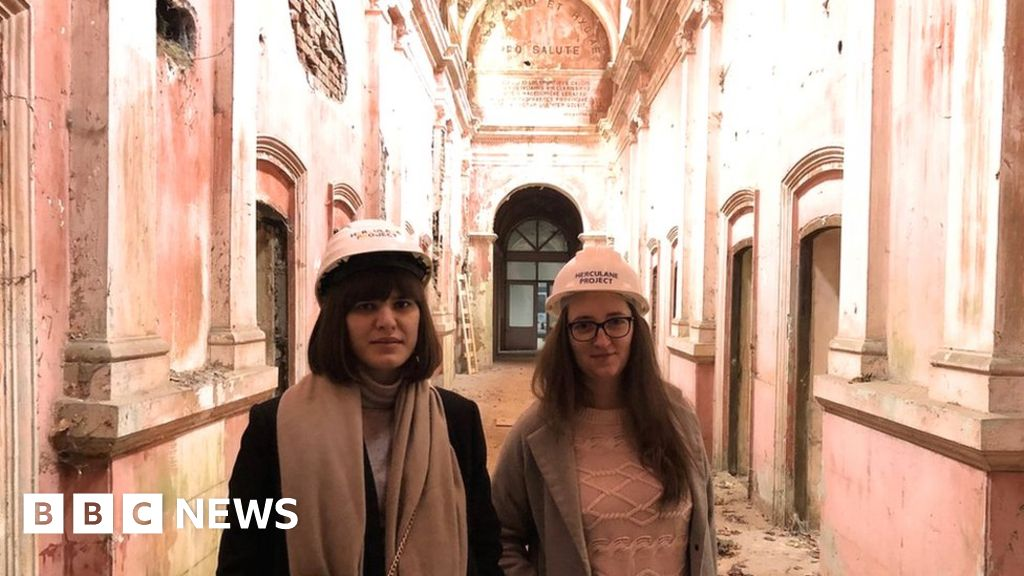 Romania's young history fans battle to save imperial spa resort