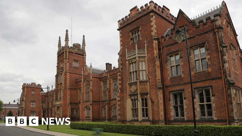 Coronavirus: Queen's University Belfast to start remote lectures thumbnail