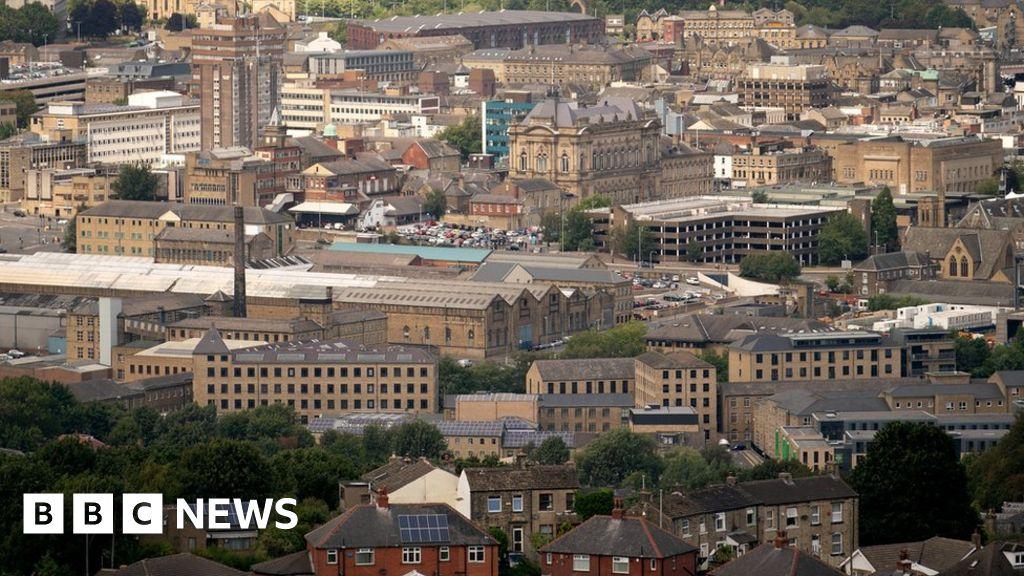 How Huddersfield grooming gang operated