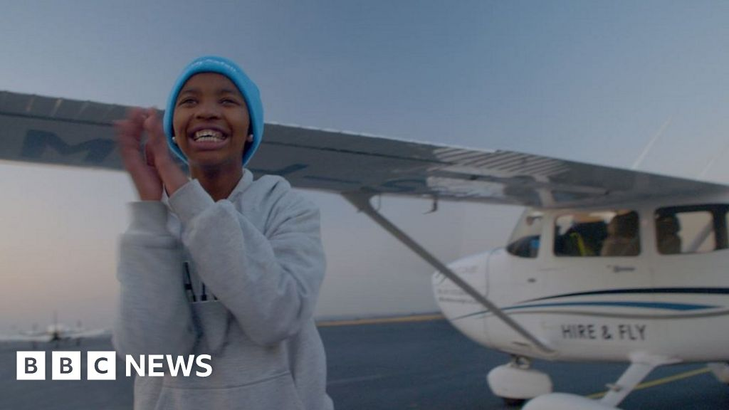 The female pilot teaching African women to fly