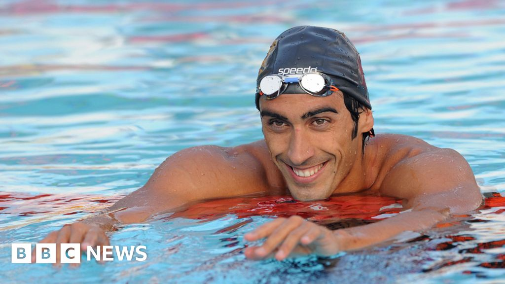 Olympic swimmer saves drowning tourist thumbnail