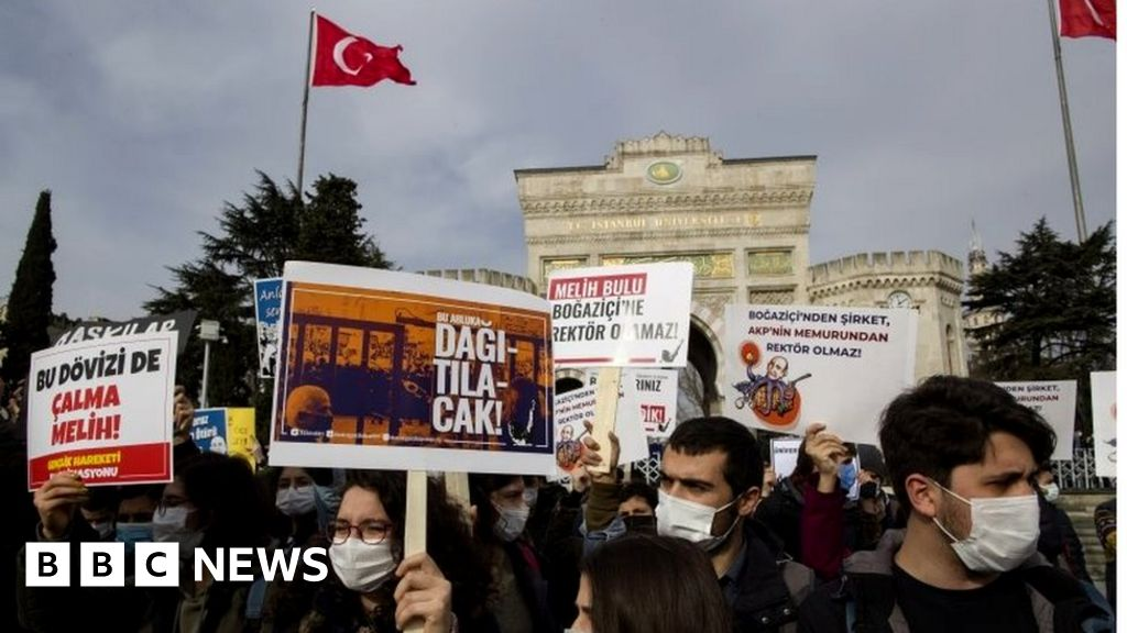 www.bbc.co.uk: Turkey LGBT: Four students arrested over artwork