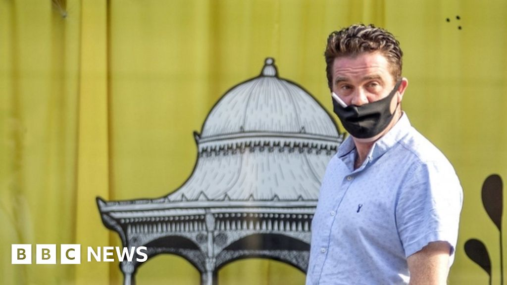 Covid in Scotland: Tighter rules introduced on face coverings