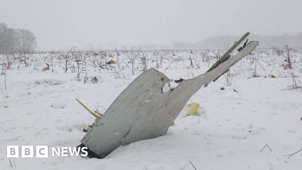 'No survivors' as Russian Saratov Airlines plane crashes