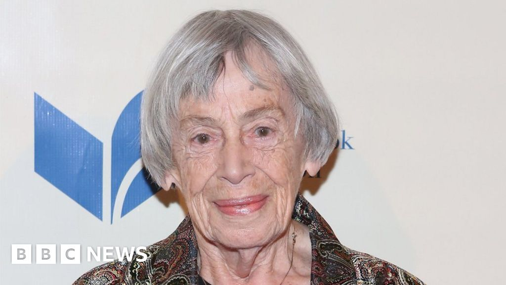 Ursula K Le Guin: US fantasy author dies at home in Oregon