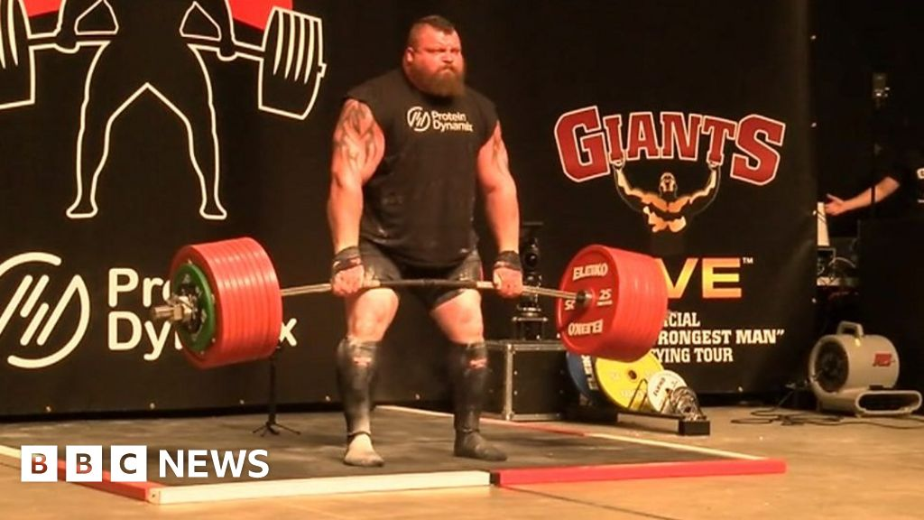 Moment strongman breaks lifting record