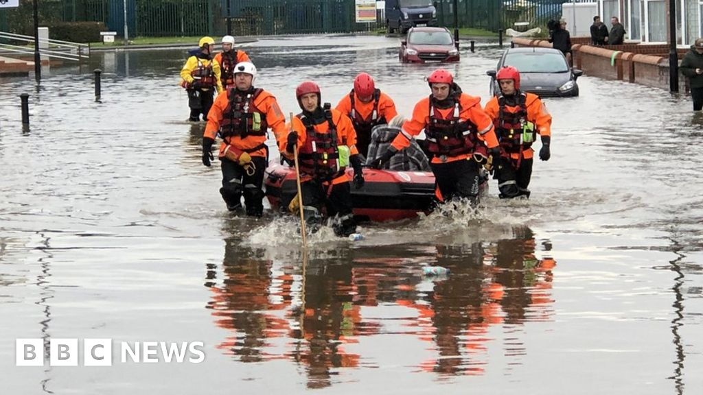 South Yorkshire flooding: Clean-up starts in Bentley