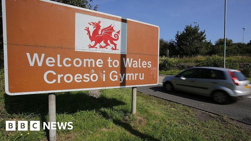 Covid: Welsh quarantine considered for UK coronavirus hotspots