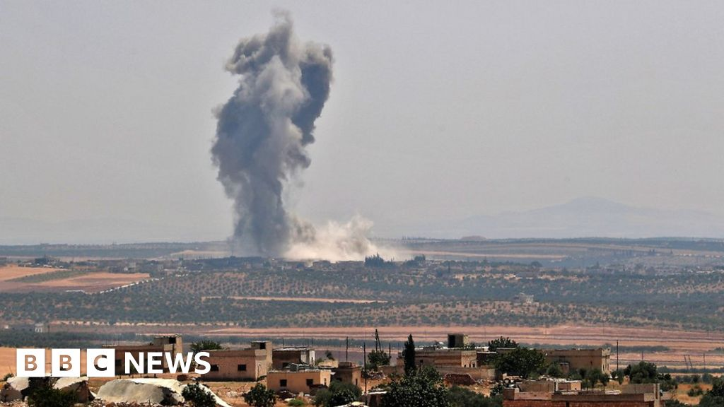Khan Sheikhoun: Syria rebels pull out of key town after five years