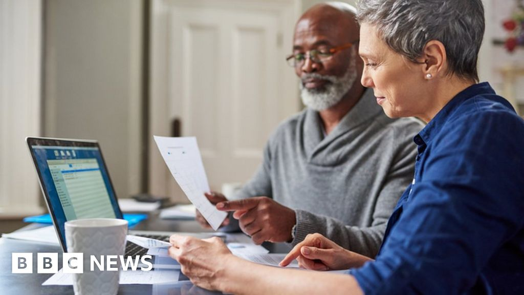 State pension gender gap 'narrowing too slowly'