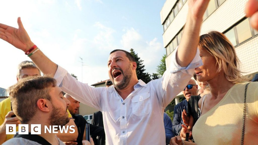 102105739 047522243 1 - Italian populist in row over counting Roma