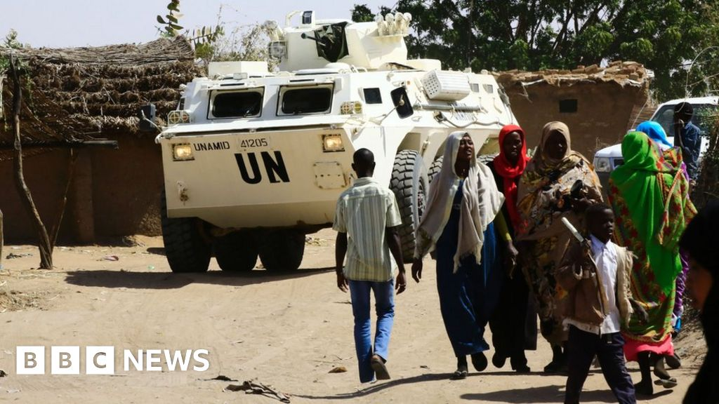 Obama Signs Order To Ease Sanctions Against Sudan Bbc News