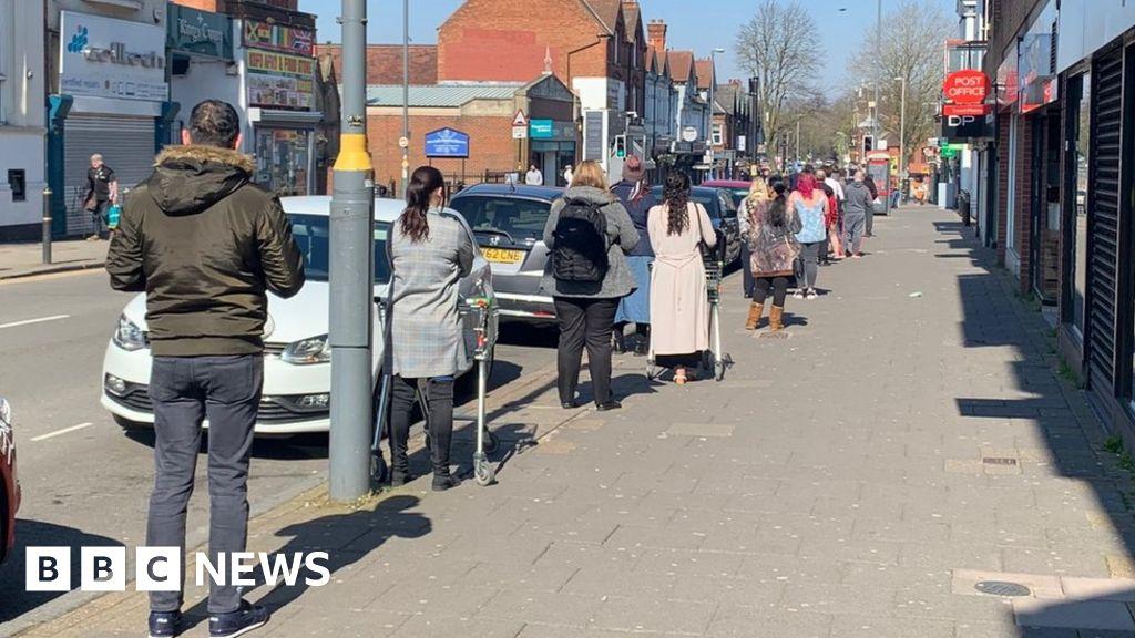 Coronavirus: Supermarket shoppers 'keep calm' and queue