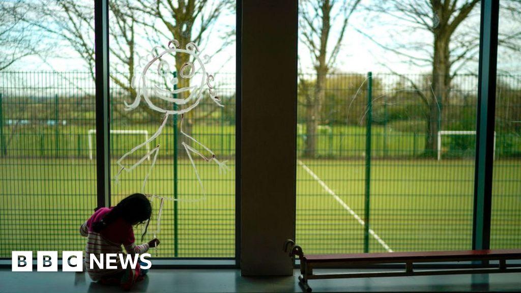 Coronavirus: Teachers urge caution over reopening of schools thumbnail