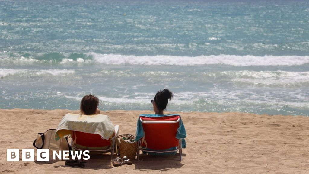 Travel industry anger as Germans flock to Majorca