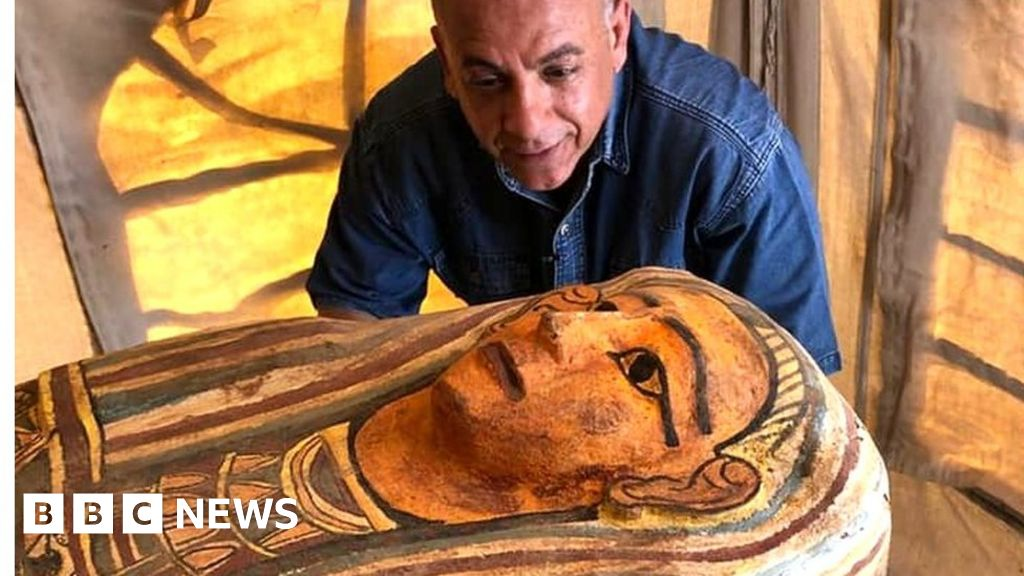 Egypt tomb: Sarcophagi buried for 2,500 years unearthed in Saqqara