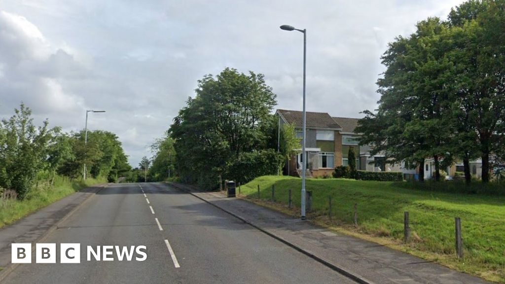 Pedestrian dies after being hit by car in Glasgow thumbnail