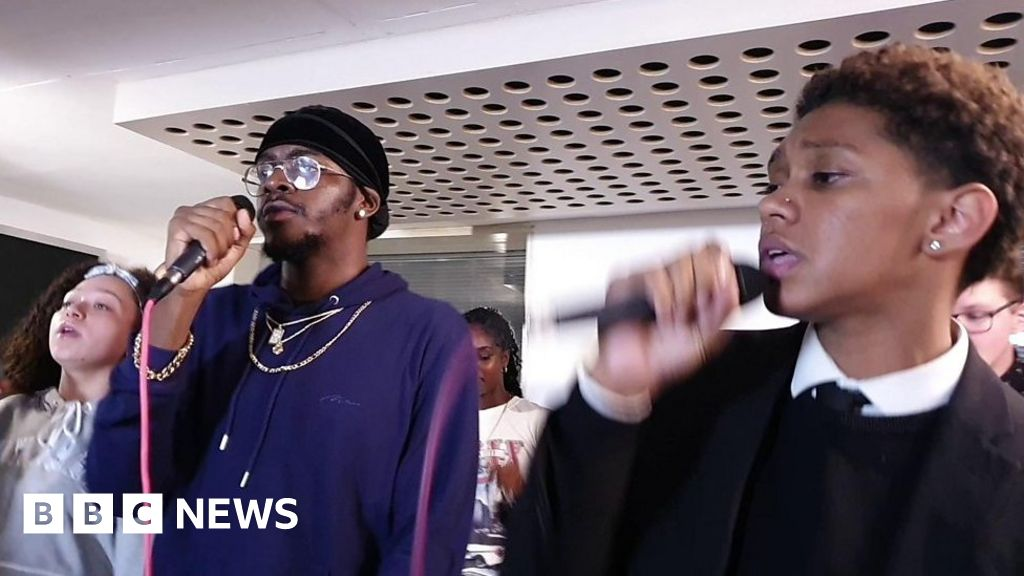 Urban Flames: Young people's choir opens London's Jazz Festival - BBC News