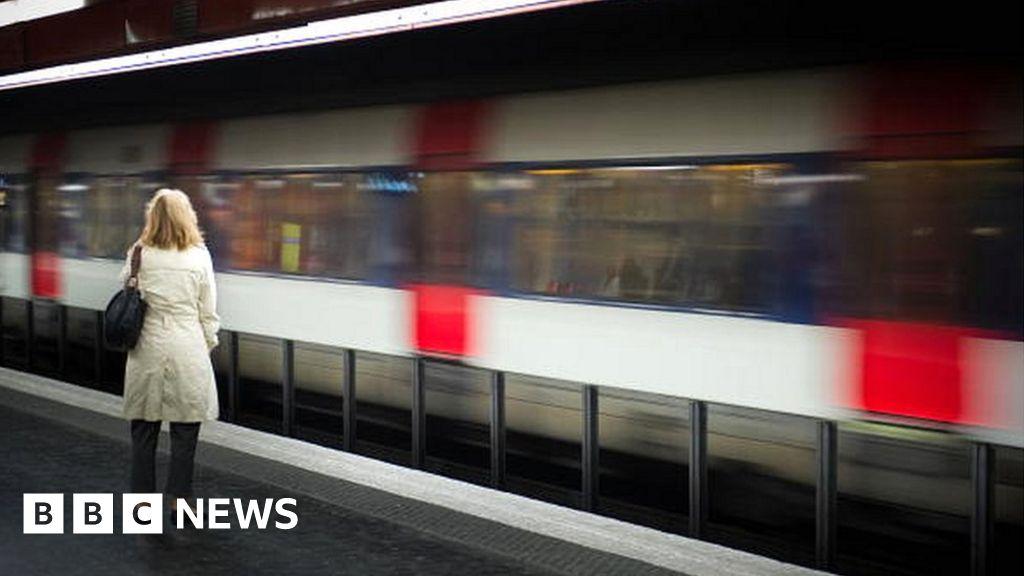 Baby born on Paris train gets free rides