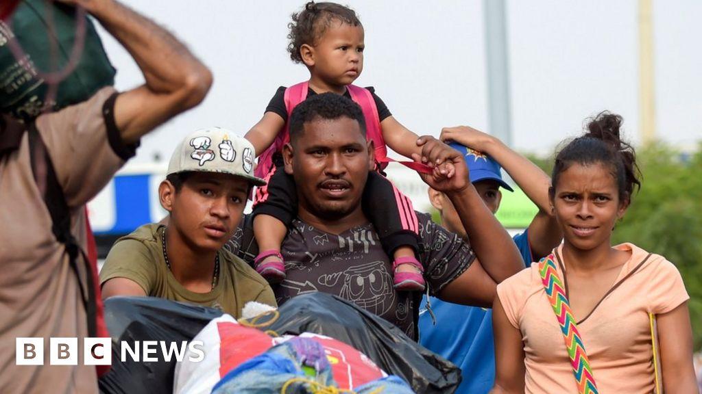 Venezuela army 'blocks aid corridor'
