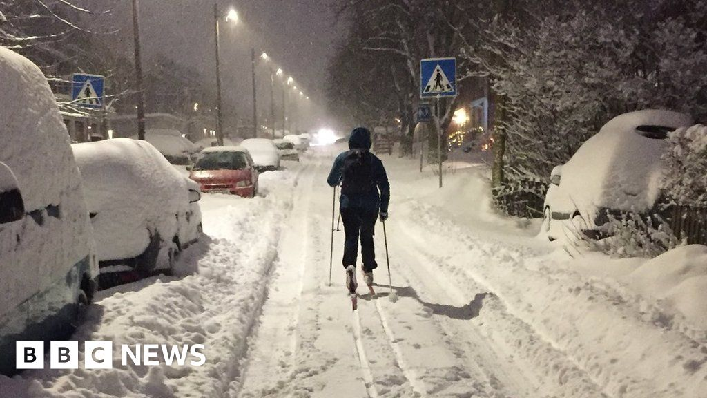 Residents of Oslo, Norway ski along streets - BBC News