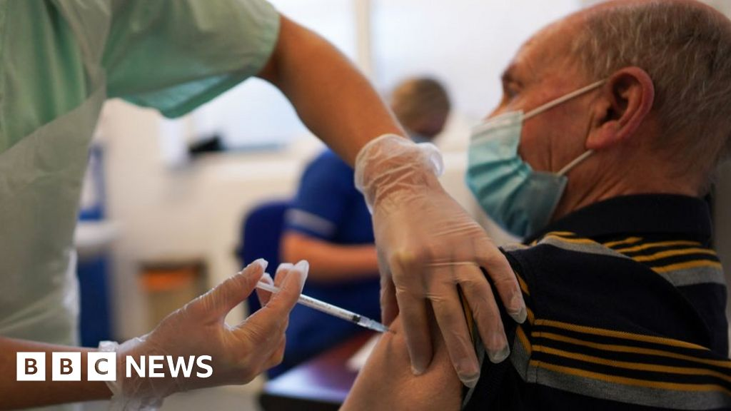Covid-19: North-east England leads race to vaccinate over-80s