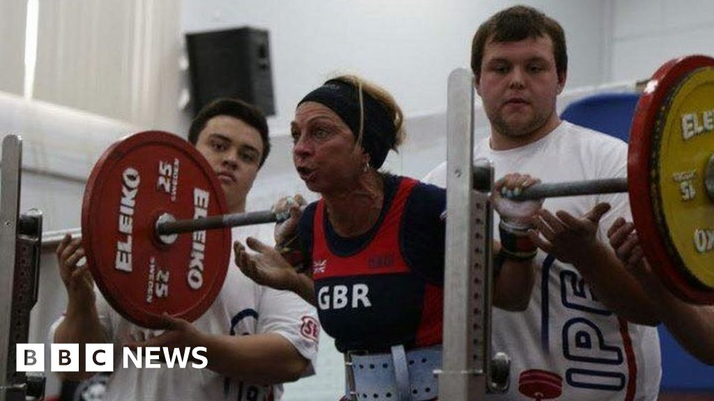 Head teacher retains powerlifting title - BBC News