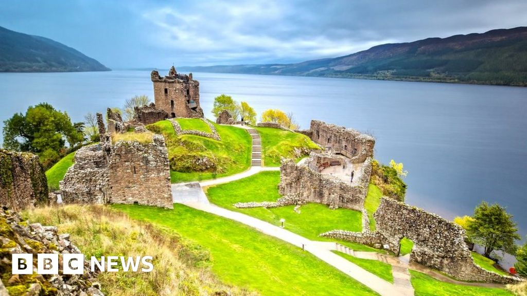 Loch Ness Monster: Scientists to reveal 'plausible' theory - BBC News