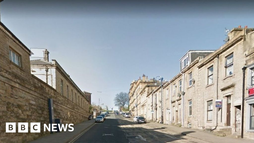 Huddersfield: Woman dies after being found 'seriously injured'