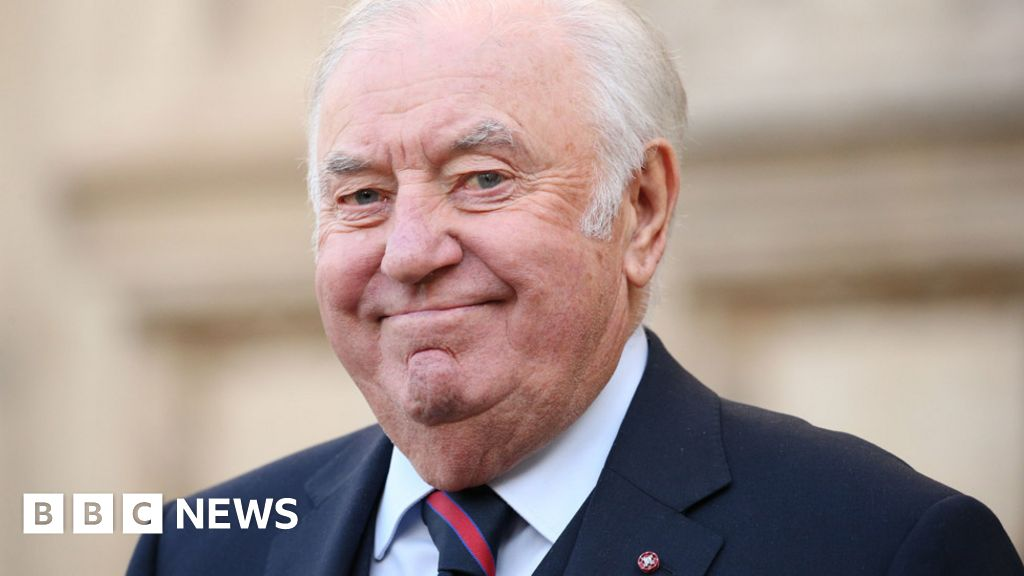 Jimmy Tarbuck reveals prostate cancer diagnosis