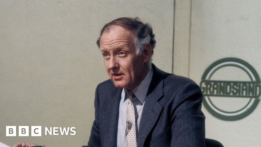 Frank Bough: Former Grandstand presenter dies, aged 87