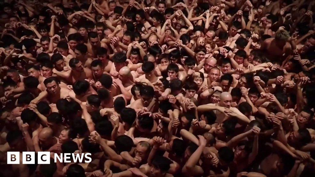 Thousands celebrate Japan's 'naked festival'