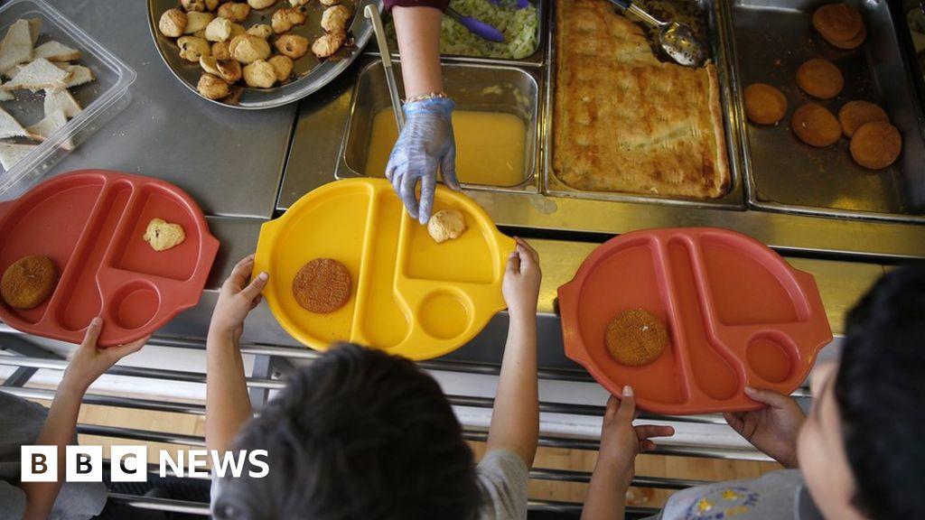 School meals: Labour backs Marcus Rashford campaign