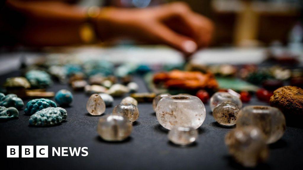 Pompeii archaeologists uncover 'sorcerer's treasure trove'