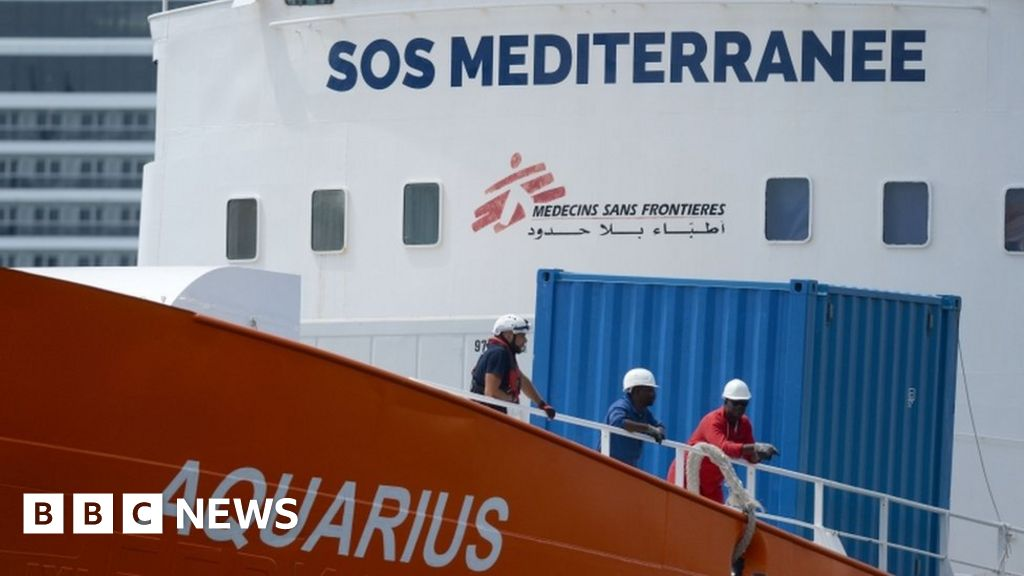 The Aquarius: Migrant rescue ship has registration revoked