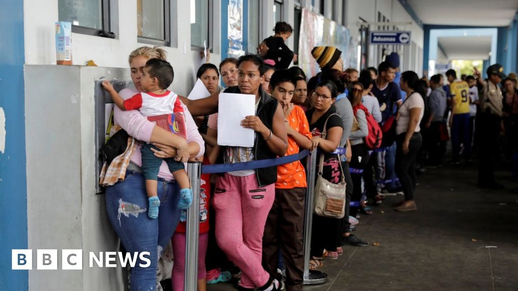 Venezuelans rush to cross Peru border thumbnail