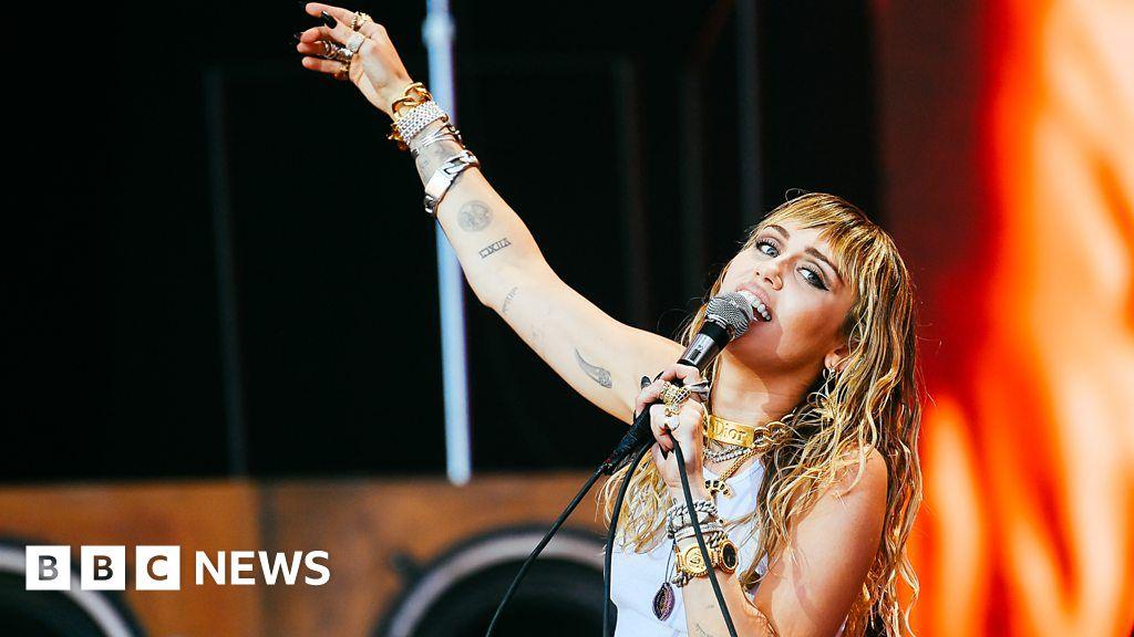 Miley Cyrus performs Wrecking Ball at Glastonbury 2019