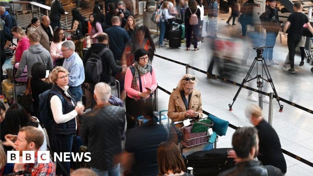 SAS pilot walkout leaves thousands stranded
