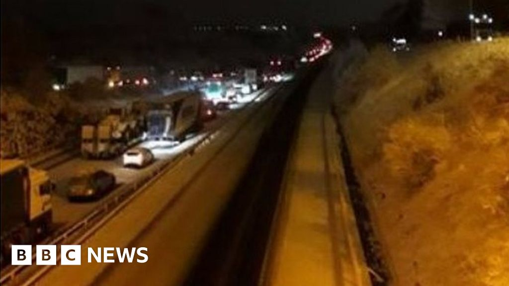 Drivers stranded on M74 as snow sweeps Scotland
