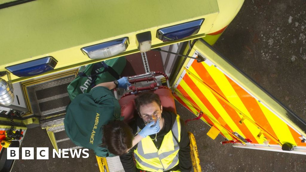 Ambulances 'too slow to reach 999 calls'