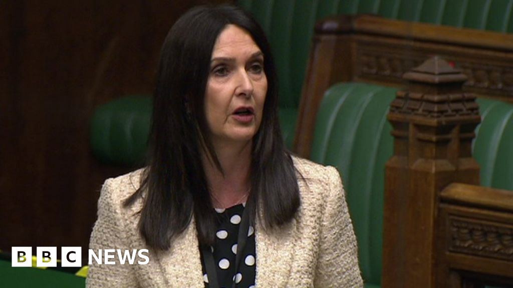 Margaret Ferrier: Covid MP says virus 'makes you act out of character' thumbnail