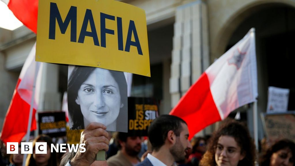 Daphne Caruana Galizia: Protests grip Malta as PM defies calls to quit
