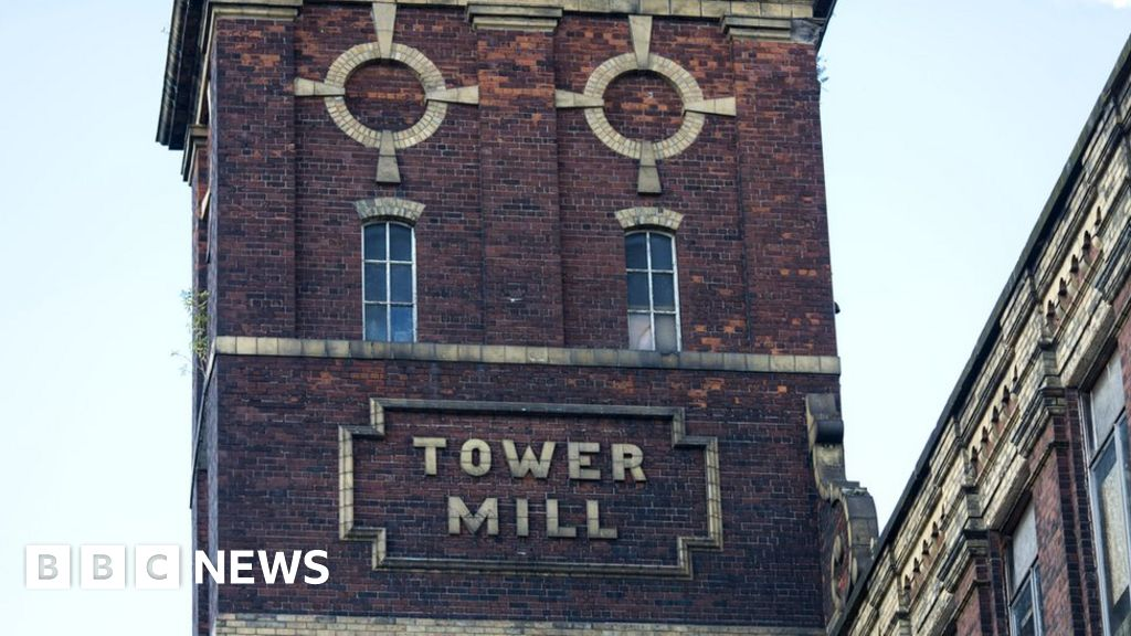 UK cotton back in production in Manchester - BBC News