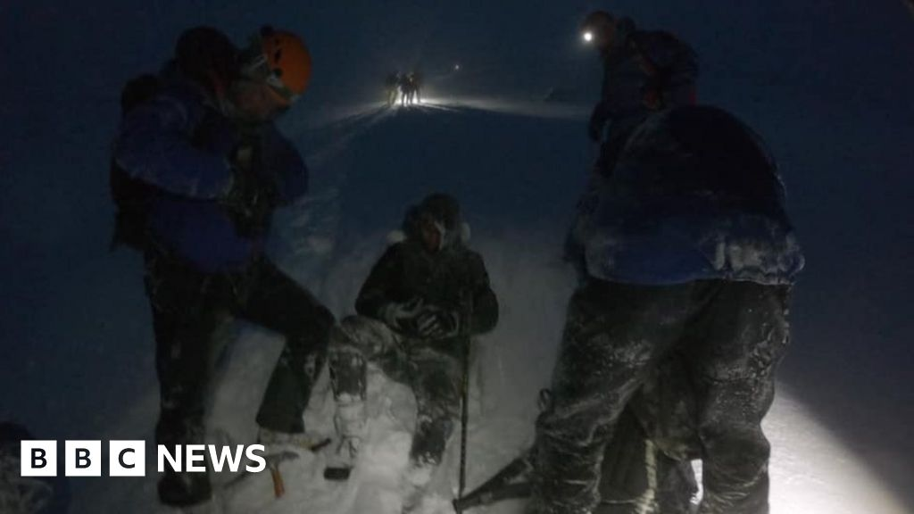 Tourists in sneakers rescued, in Ben Nevis blizzard