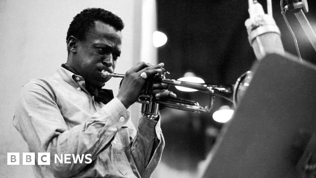 Miles Davis voted greatest jazz artist - BBC News