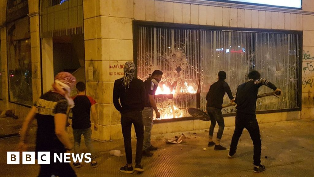 Man dies after Lebanon economic protest turns violent - BBC News